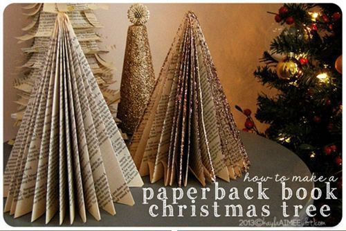 Manualidades de navidad un rbol de papel con viejos for Christmas tree made from old books